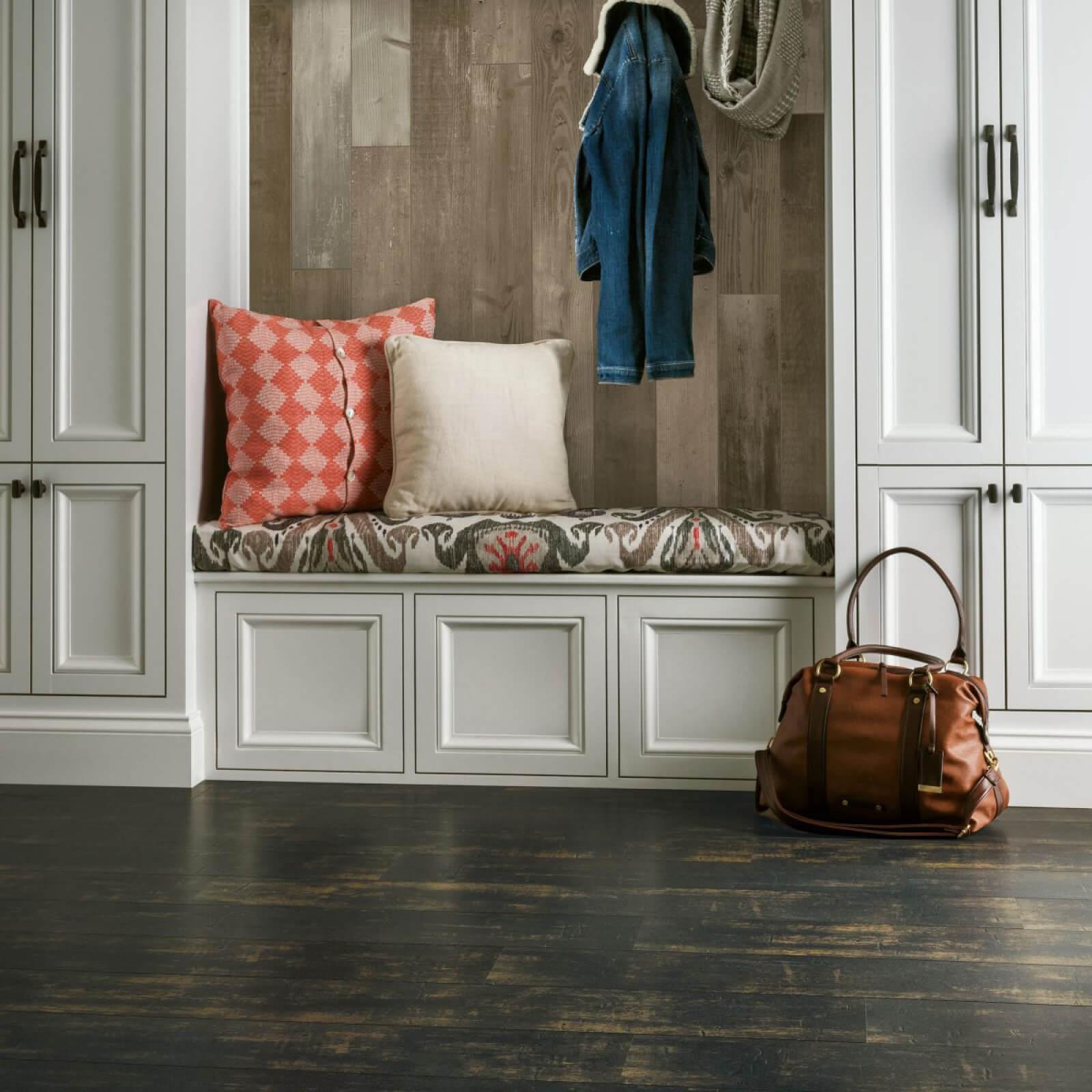 Laminate Entry Way | Dalton Flooring Outlet